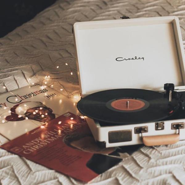 4af194f204718df020801e9ced23afaa--christmas-tunes-christmas-vinyl